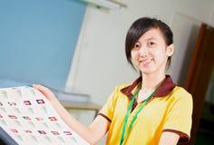 Chińska dziewczyna trzyma proofing w drukowym domu obrazy royalty free
