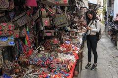 Chińska dziewczyna w lokalnym rynku w Xizhou blisko do Dali Starego miasteczka w Yunnan Zdjęcie Royalty Free