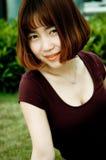 Chińska dziewczyna w ogródzie Zdjęcie Royalty Free