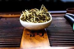 Chińska herbata na drewno talerzu Obrazy Stock