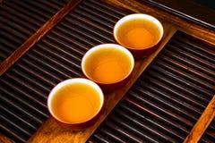 Chińska herbata na drewno talerzu Zdjęcia Stock