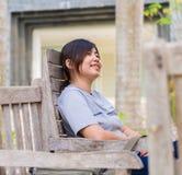 Chińska kobieta w parku Fotografia Royalty Free