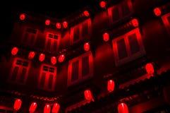 Chińska noc: czerwoni lampiony w zmroku Zdjęcie Stock
