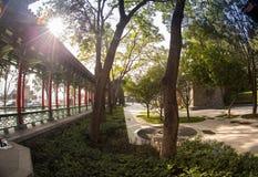 Chiński pawilon w miasto parku zdjęcia stock