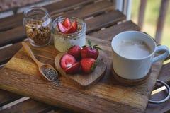 Chia播种在木背景wiyh咖啡的布丁 艺术品早餐编辑可能的梯度不分层堆积使用的集 库存照片