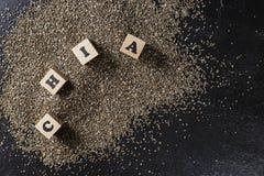 chia种子堆在黑暗的背景的 免版税库存图片