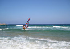 Chia,意大利- 2009年8月15日:做水上运动的未认出的人 库存照片