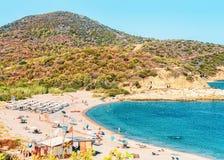 Chia Beach em águas azuis do mar Mediterrâneo na província de Cagliari de Sardinia sul em Itália imagens de stock royalty free