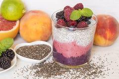 Chia i jagodowy smoothie zdjęcie royalty free