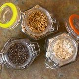 Σπόροι Chia, ψημένα σιτάρια βρωμών και Oatmeal Στοκ Φωτογραφία
