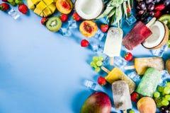 Тропическое мороженое с семенами chia стоковая фотография rf