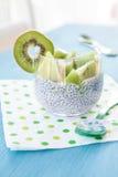 Chia Pudding avec le kiwi Photographie stock