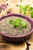 Chia-Samen auf einem hölzernen Hintergrund Stockfoto