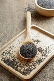 Chia-Samen auf einem hölzernen Löffel Stockfotos