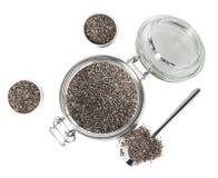 Chia-Samen im Glasgefäß lokalisiert Lizenzfreie Stockfotografie