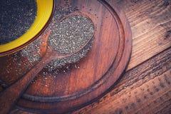 Chia-Samen im hölzernen Löffel Stockfoto