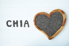 Chia Startwerte für Zufallsgenerator Chia-Wort gemacht von chia Samen mit dem Löffel voll vom chia in einer Schüssel Lizenzfreie Stockbilder