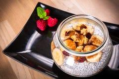 Chia ziarna pudding z dokrętkami zdjęcie stock