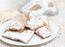 Chiacchiere - Tradycyjni Włoscy karnawałowi cukierki zdjęcie royalty free
