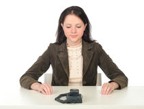 Chiamata di telefono attendente della donna Fotografia Stock Libera da Diritti