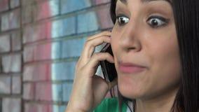 Chiamata di telefono cellulare arrabbiata stock footage
