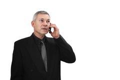 Chiamate dell'uomo dal telefono cellulare fotografia stock libera da diritti