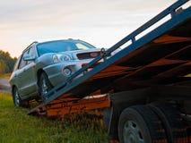 Chiamate rotte di rimorchio dell'automobile nella piattaforma fotografia stock