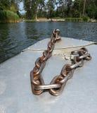 Chian sur un bateau dans le lac Fie Image stock