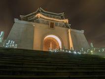 Chiang Kai-Shek minnes- korridor p? natten, Taipei, Taiwan fotografering för bildbyråer