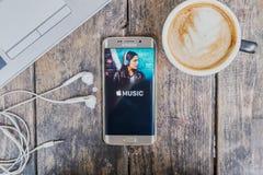 CHIANG MAI, ΤΑΪΛΆΝΔΗ - 9 ΜΑΡΤΊΟΥ 2016: οθόνη που πυροβολείται της μουσικής α της Apple Στοκ Φωτογραφίες