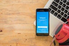 CHIANG MAI, ΤΑΪΛΆΝΔΗ - 30.2016 ΤΟΥ ΑΥΓΟΎΣΤΟΥ: IPhone της Apple με Instagram Στοκ εικόνες με δικαίωμα ελεύθερης χρήσης