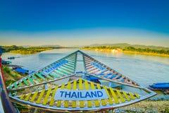 CHIANG MAI, ΤΑΪΛΆΝΔΗ - 1 ΦΕΒΡΟΥΑΡΊΟΥ 2018: Υπαίθρια άποψη της μεταλλικής δομής της θέσης στο ποταμό Μεκόνγκ, ποια σύνορα Στοκ Φωτογραφία