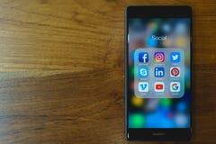 CHIANG MAI, ΤΑΪΛΆΝΔΗ - χαλάστε 28.2018: Κινητό τηλέφωνο HUAWEI με το ico στοκ εικόνες