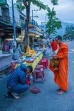 Chiang Mai, aumône de matin de la Thaïlande photographie stock
