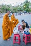 Chiang Mai, aumône de matin de la Thaïlande photos stock