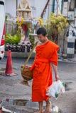 Chiang Mai, aumône de matin de la Thaïlande photo libre de droits