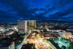 Chiang Mai cityscape på skymningtid Arkivfoto