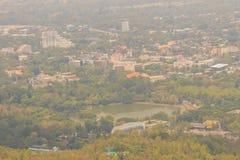 Chiang Mai cityscapesikt från Doi Suthep kullesynvinkel Dig c Arkivfoton