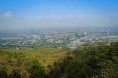 Chiang Mai cityscapesikt från Doi Suthep kullesynvinkel Dig c Royaltyfria Foton