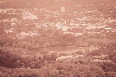 Chiang Mai cityscapesikt från Doi Suthep kullesynvinkel Dig c Royaltyfri Bild