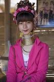 CHIANG MAI Karen Long Neck kvinna som poserar för en stående Royaltyfri Fotografi