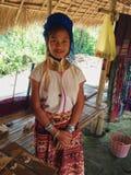 Chiang Mai, Tailândia - 4 de fevereiro de 2015: mulher de Karen do Longo-pescoço foto de stock