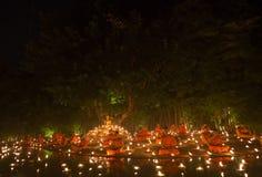 CHIANG MAI, TAILÂNDIA - 30 DE JULHO: As monges tailandesas não identificadas meditam Imagem de Stock
