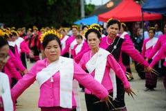 CHIANG MAI, TAILÂNDIA - 3 DE JULHO: Festival de Tailândia para doar o dinheiro ao templo para o budismo de publicação Fotografia de Stock Royalty Free