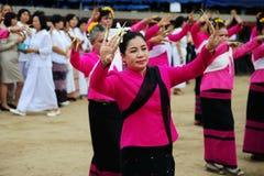 CHIANG MAI, TAILÂNDIA - 3 DE JULHO: Festival de Tailândia para doar o dinheiro ao templo para o budismo de publicação Imagens de Stock