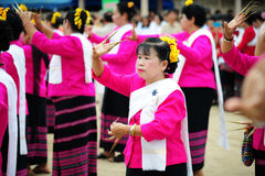 CHIANG MAI, TAILÂNDIA - 3 DE JULHO: Festival de Tailândia para doar o dinheiro ao templo para o budismo de publicação Imagem de Stock Royalty Free