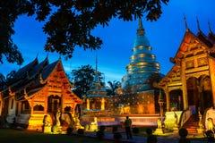 Chiang Mai, Tailândia Templos iluminados de Phra Singh Fotos de Stock Royalty Free