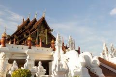 CHIANG MAI, TAILÂNDIA - 6 DE DEZEMBRO DE 2018: A flora real, Ho Kum Loung no parque Chiang Mai de Ratchaphruek, Tailândia fotos de stock royalty free
