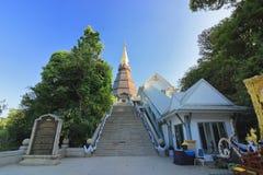 Chiang Mai, Tailandia - 25 de marzo de 2017: Paisaje de la pagoda de Phramahathat Napamathanidol en Doi Inthanon, Chiangmai, Tail fotos de archivo libres de regalías