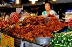 Chiang Mai, Tailandia: Donna che vende alimento Fotografie Stock Libere da Diritti